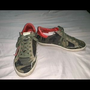 Freebird by Steven Women's Camo Gold Star Sneakers